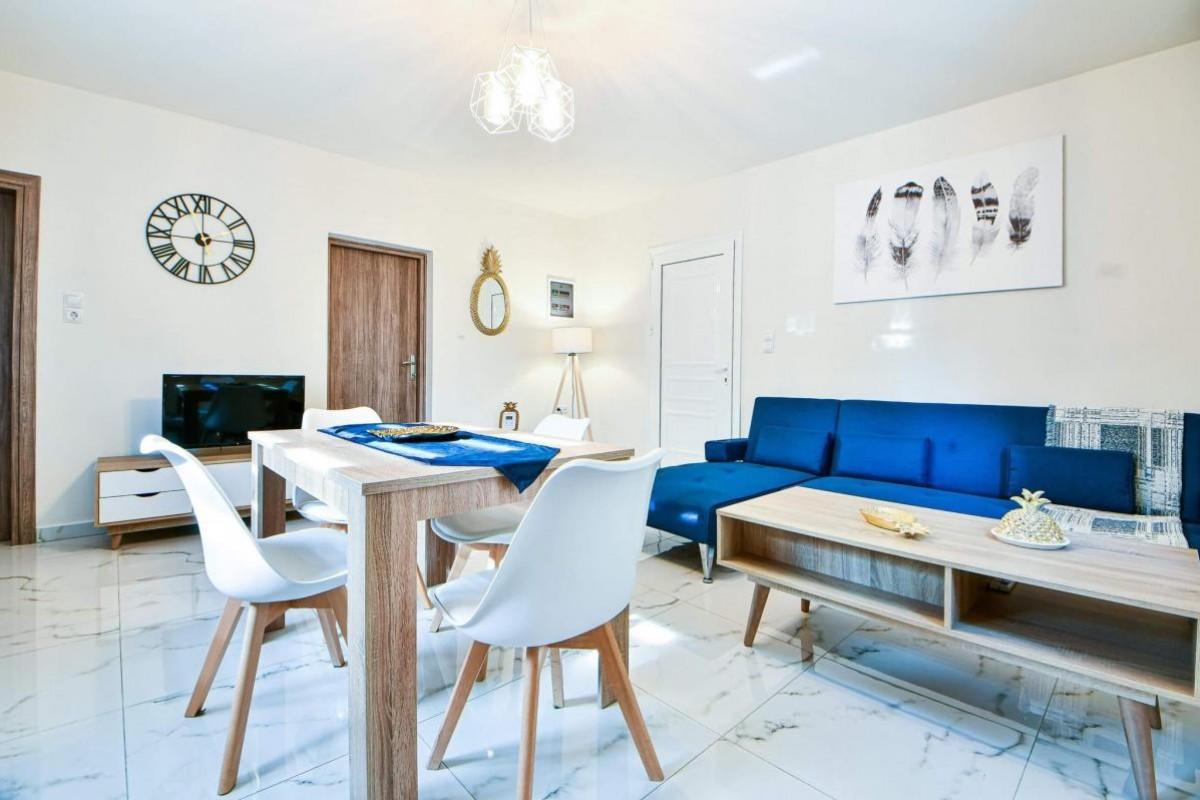 Koukounari Luxury Apartments, Aegina